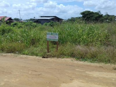 Onroerend goed te koop aangeboden in Suriname, Beedigd Makelaar en Taxateur bied perceel te koop aan omgeving Magenta kanaal