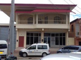 Te huur aangeboden zakenpand aan de Fredderbystraat in het centrum van Paramaribo