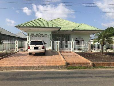 Te huur stenen laagbouwwoning te Morgenstond- Aangeboden door Beedigd makelaars en Taxateurs in Suriname -Oso Nanga Djari