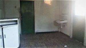 Te koop aangeboden perceel met 2 woningen en een houtenhuisje aan de J.A Pengelstraat in het centrum van Paramarivo, voorheen wanicastraat