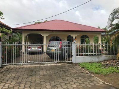 Onroerend goed te koop AANGEBODEN in suriname door beeedigd makelaars en taxateurs in Suriname , woning staat aan de kerkpalmstraat